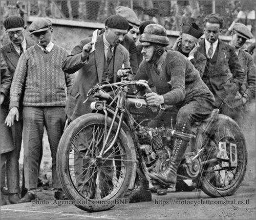 motocycliste Flahaut sur Indian 1000 cm3 en 1927, Gaillon
