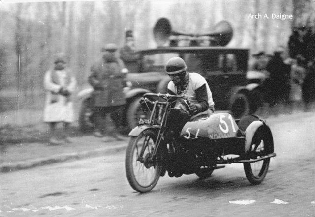 1927 Etienne Cheret sur Austral avec sidecar