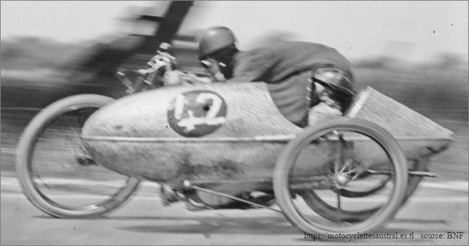 Herbert Le Vack et Cheret sur Brough-Superior sidecar 1924 à Arpajon