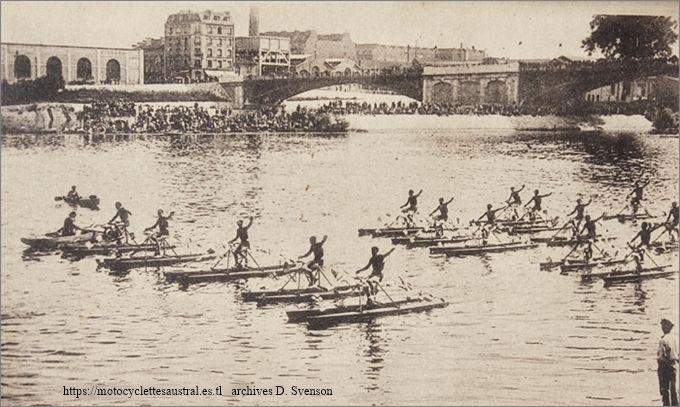 Asnières-Courbevoie: défilé des Nautilettes devant le tribune d'honneur le 13 Juillet 1930 lors des fêtes nautiques