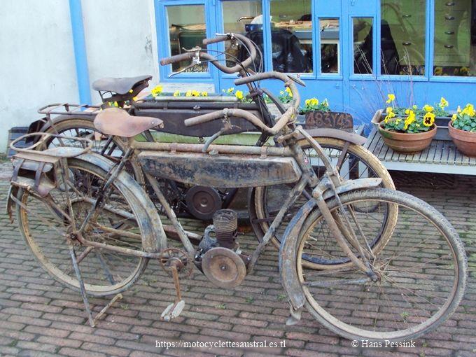 deux vélomoteurs Austral type A24, 1924