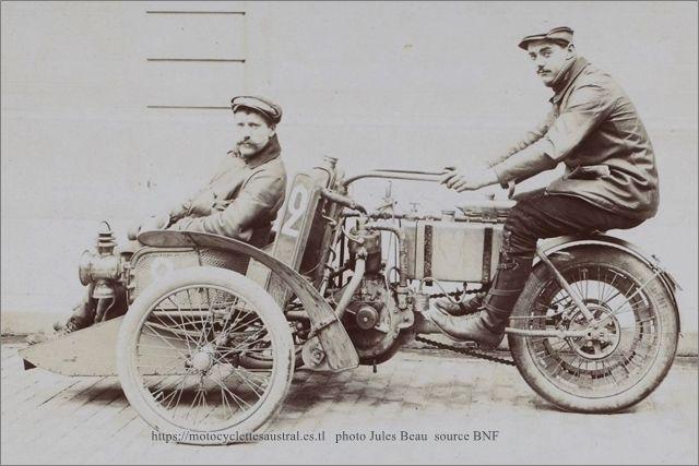 Barenton sur tricar Austral muni d'un moteur de Dion-Bouton. 1906