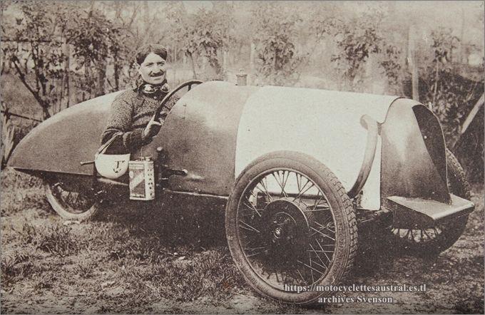 1932, Bol d'Or, Etienne Chéret dans le Sphinx-Staub cyclecar, gros plan