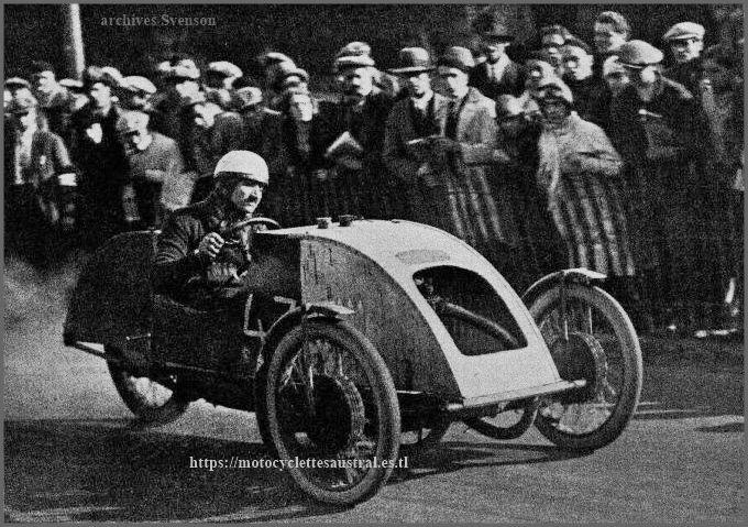 Etienne Chéret dans le Jack-Sport cyclecar, muni d'un moteur LMP 350 ccm, 1929 ou 1930