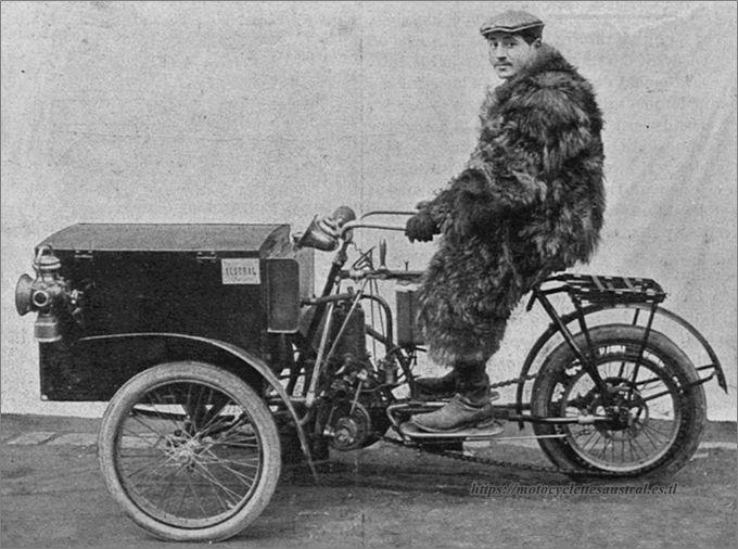 Edouard Cheilus sur un tricar Austral type B 2e série en 1906