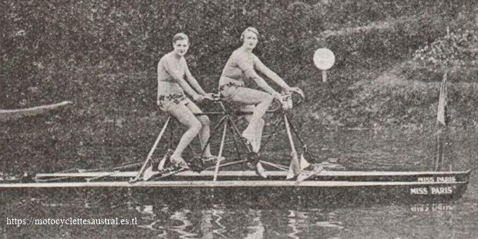 """1930 photo de presse de Mlles Pfanner et Bouard sur le tandem Nautilette Austral. On peut lire clairement le nom """"Miss Paris"""" sur les deux coques."""