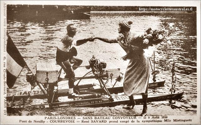 """Mistinguett, René Savard et la Nautilette """"Perchicot"""" en août 1930"""