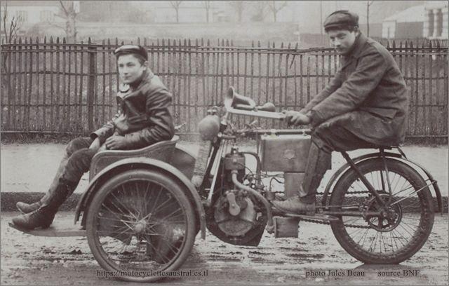 Thomas Schweitzer pilote un tricar Austral lors du Petit Critérium 1906