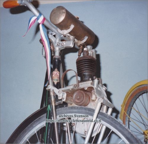 Vélo Austral muni d'un moteur Cyclotracteur