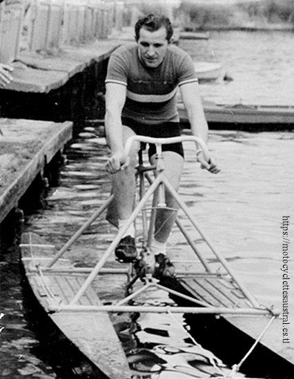 Heinz Müller sur l'hydrocycle en 1954