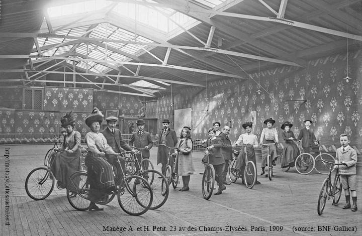 manège Petit à Paris, 1909. cyclistes
