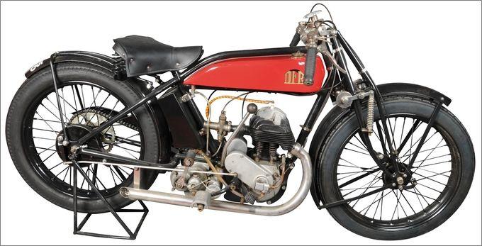 motocyclette DFR type C à moteur Voisin 350 cmc latéral, photographie