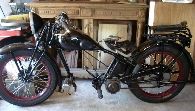 motocyclette Austral en cours de restauration