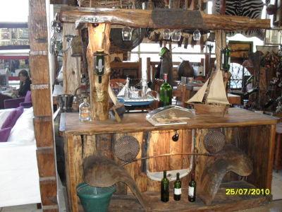 Roble viejo bares for Bar rustico de madera