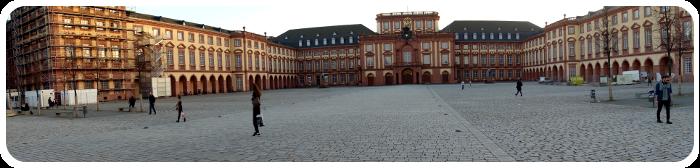 Panoramabild vom Mannheimer Barockschloss