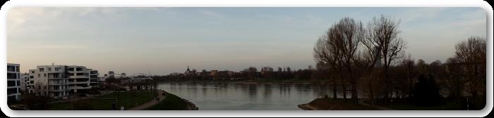 Panoramabild von Ludwigshafen am Rhein - Ansicht des Rheins
