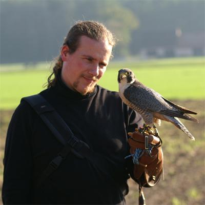 Falco mit Falke