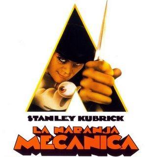 """""""La naranja mecánica"""", de Stanley Kubrick, también tiene un hueco con una reproducción creada por la artista Liz Moore de la escultura de una mujer de rodillas que aparece en la película"""