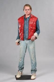 Michael J. Fox, con el juvenil atuendo que lucía en la película que le dio la fama, Regreso al futuro.