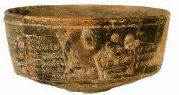 'La Maja': Se trata de una vasija de barro de paredes finas en la que el alfarero Verdullus moldeó en el siglo I dos escenas sexuales con sendas inscripciones en latín popular («Quantu mea senectus indicat hoc more util belli sumu est» y «In genucubis Naticosa coleos franci»)