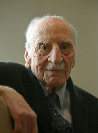 Francisco Ayala recibe un homenaje por sus 103 años