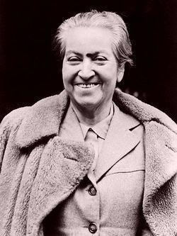 Gabriela Mistral Premio Nobel de Literatura en 1945