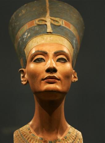 El busto de la reina egipcia Nefertiti, en el Museo Altes de Berlín.