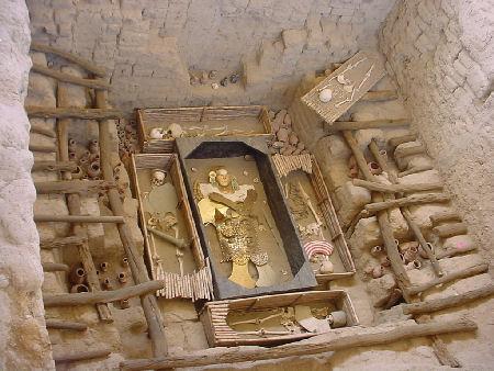 El hallazgo de la tumba del Señor de Sipán al norte del Perú, uno de los logros arqueológicos más importantes del siglo XX