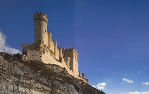 El magnífico Castillo de Peñafiel es ahora la sede del Museo Provincial del Vino