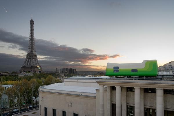 """Vista de la Torre Eiffel desde el museo de arte contemporáneo """"Palacio de Tokio"""""""
