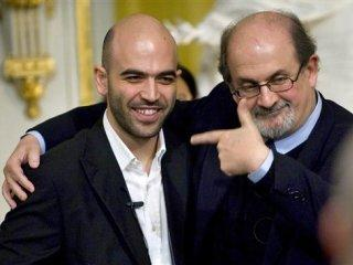 Roberto Saviano  junto al autor indo-británico Salmand Rushdie