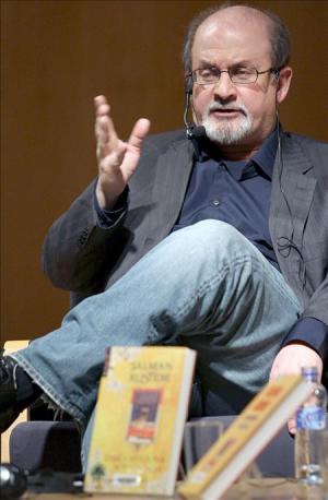 El escritor Salman Rushdie