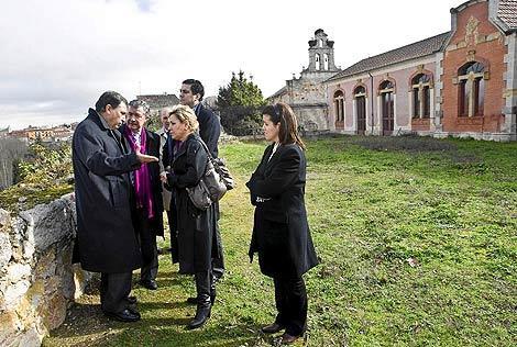 El consejero de Educación visita el lugar en que se ubicará el futuro Museo de la Educación