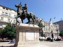 La última estatua ecuestre de Franco de la Plaza del Ayuntamiento de Santander