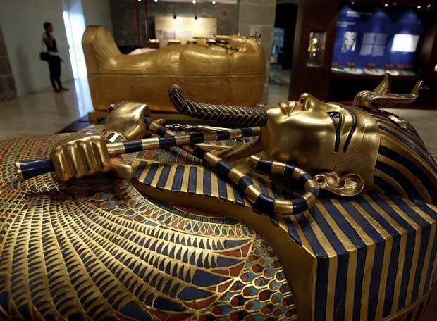 La réplica del ataúd de oro de Tutankamón en el Museo Marítimo