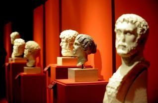 La exposición muestra 32 rostros de personajes históricos de la Roma Imperial