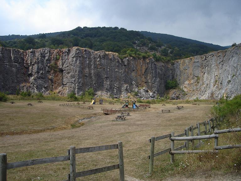 Entrada a la famosa Cueva de Zubialde