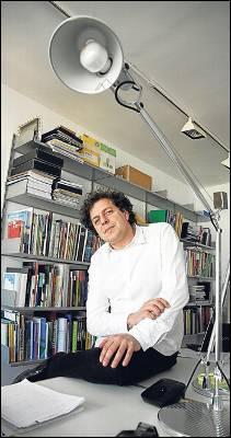 Juan Herreros, en su estudio