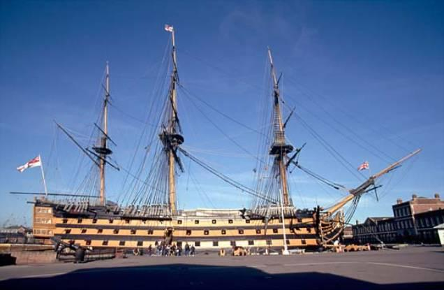 El buque insignia del almirante británico Horatio Nelson, el HMS Victory, construido a mediados del siglo XVIII, tipificaba el gran buque de guerra de este periodo. El Victory tenía 56,7 m (186 pies) de eslora,