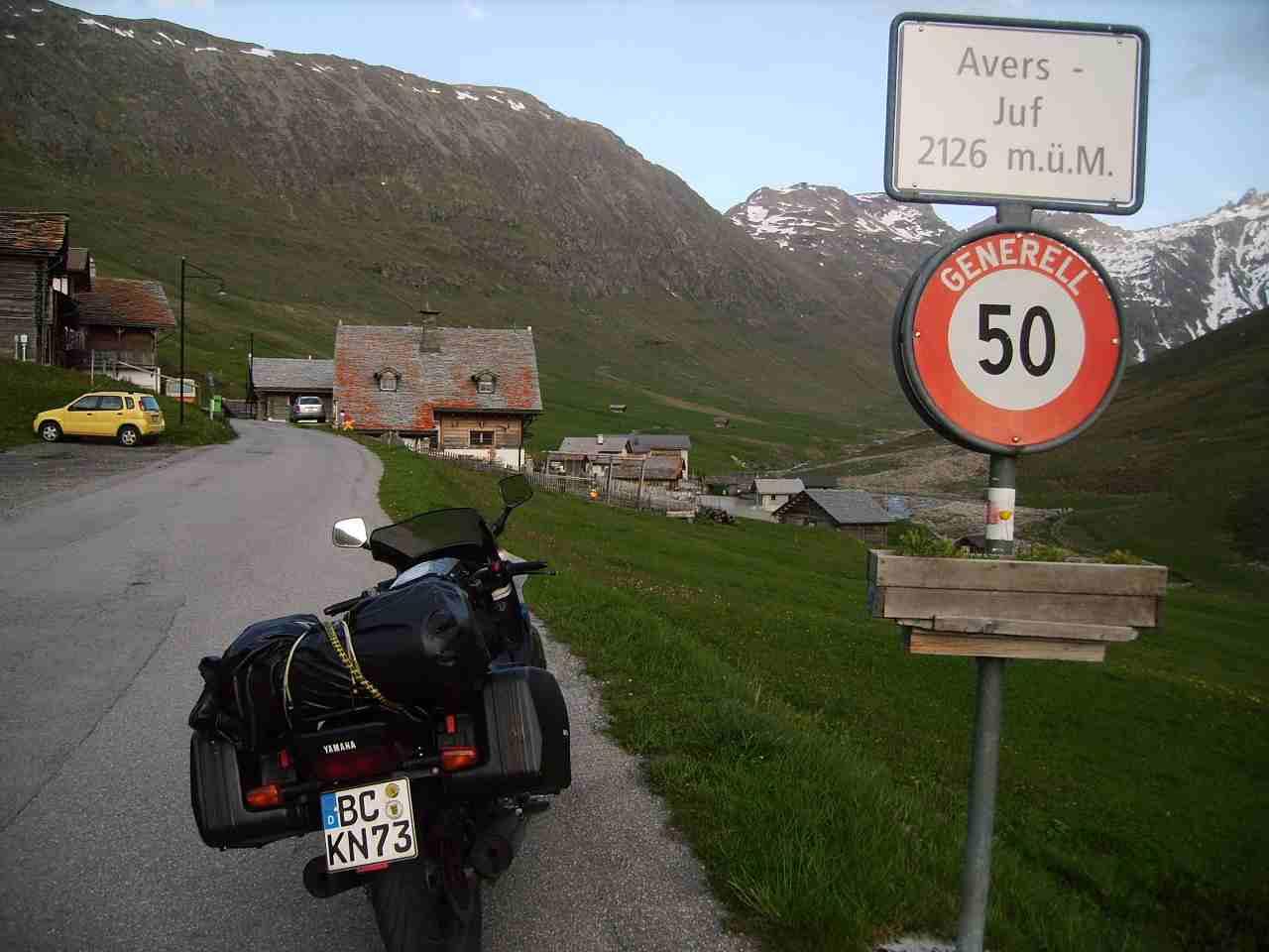 eine der ersten Anlaufpunkte: Juf  - höchstgelegene, dauerhaft- bewohnte Siedlung der Alpen