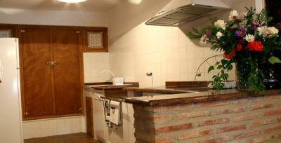 Cocina con lavavajillas, horno, microondas, frigorífico. caferera, batidora, tostadora,...Menaje de cocina completo.
