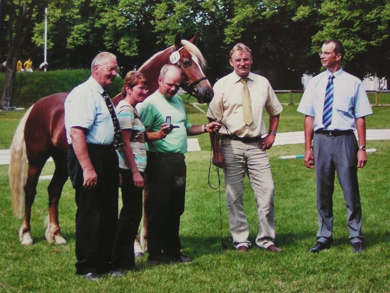 Familie Nutz bei der Verleihung der Züchtermedaille in Silber
