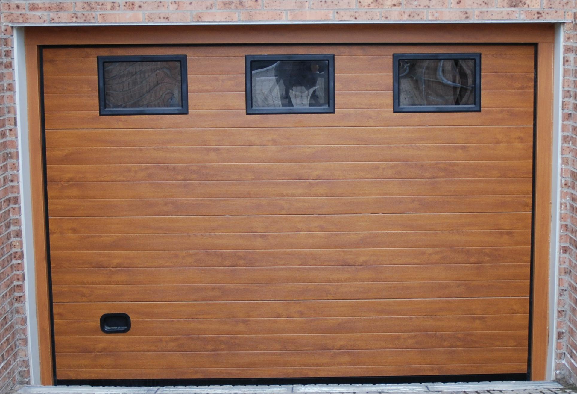 Iberica de puertas seccionales imitacion madera clara - Puertas de aluminio imitacion madera ...
