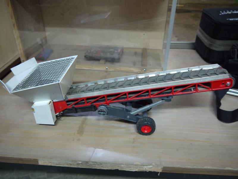 quickyliners truck modellbau bruder f rderband. Black Bedroom Furniture Sets. Home Design Ideas