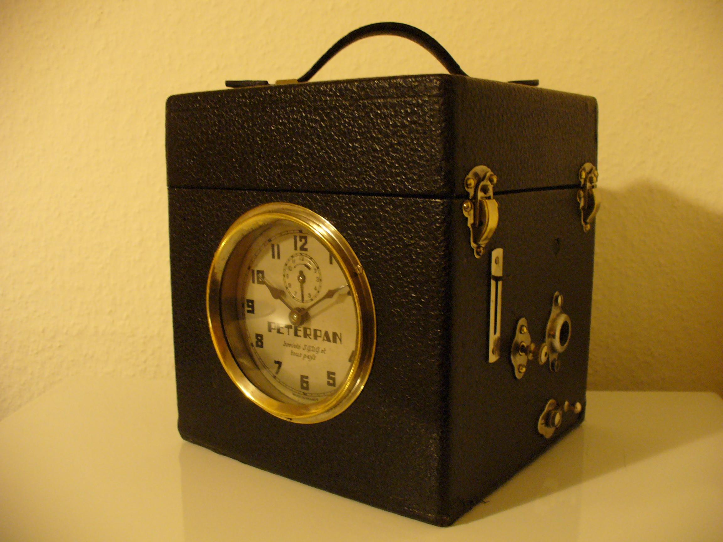 oldtimer und mehr peter pan alarm clock gramophone. Black Bedroom Furniture Sets. Home Design Ideas