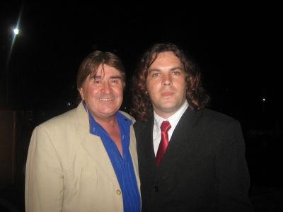 Con Johnny Mendizabal, voz de Los Alfiles