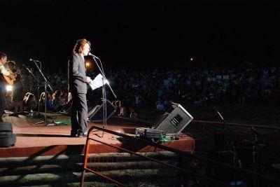 Rolando conduciendo el 29º Festival Provincial de los Reyes Magos de Villa Elisa