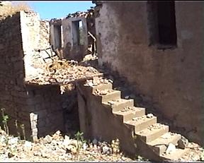 yıkılmış bir ev