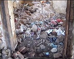 eski bir eve atılan çöpler ya sonra biriken bu çöpler ne olacak