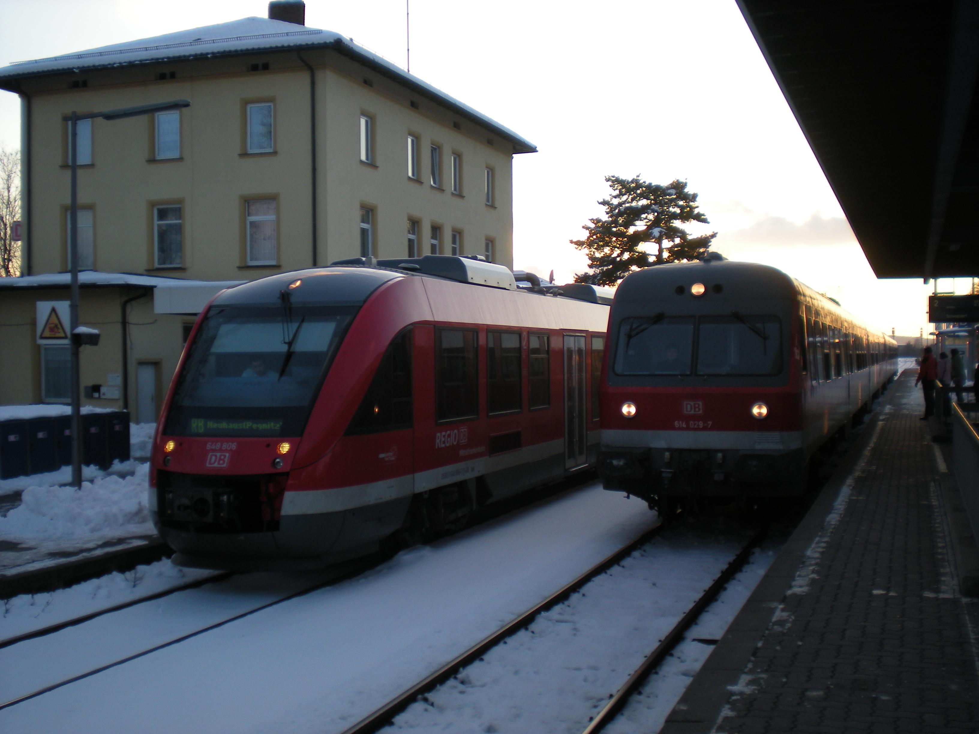In: Hersbruck(rechts Pegnitz); Richtung linker Zug: RB Neuhaus(Pegnitz); Richtung rechter Zug: Schwandorf